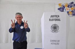 Claudério Ferreira e família votaram no Imi