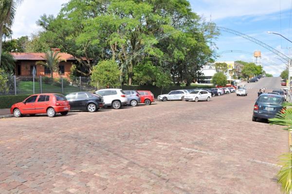 Avenida Nestor Frederico Henn, entre a Tiradentes e a Thomaz Gonzaga, é uma das com mais sombra