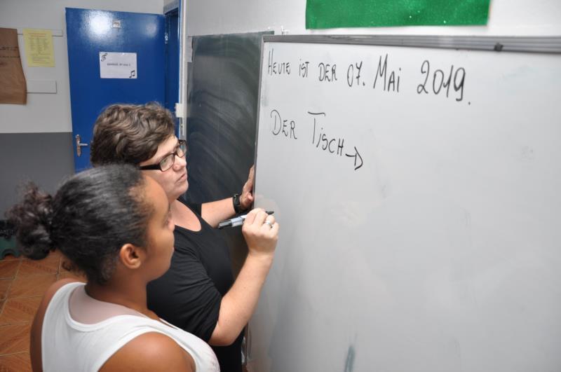Duque de Caxias, no bairro Piratini, tem ensino da língua alemã, o que orgulha a Secretaria de Educação, pois é uma escola da área urbana