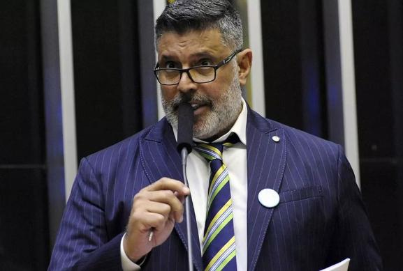 Ele foi acusado de infidelidade partidária por criticar abertamente o presidente Jair Bolsonaro, além de se abster no segundo turno de votação da reforma da Previdência