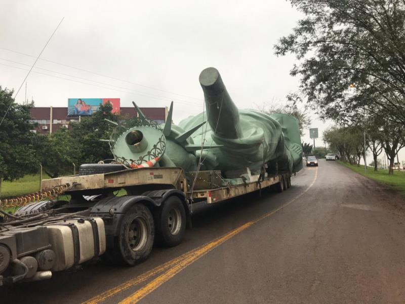 Estátua pesa 20 toneladas