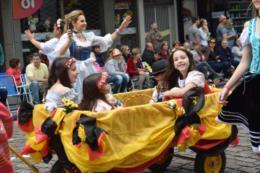 FOTOS: Desfile temático movimenta a Marechal Floriano neste domingo