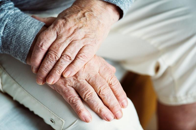 Arauto Saúde: saiba o que é o Parkinson e como tratá-lo