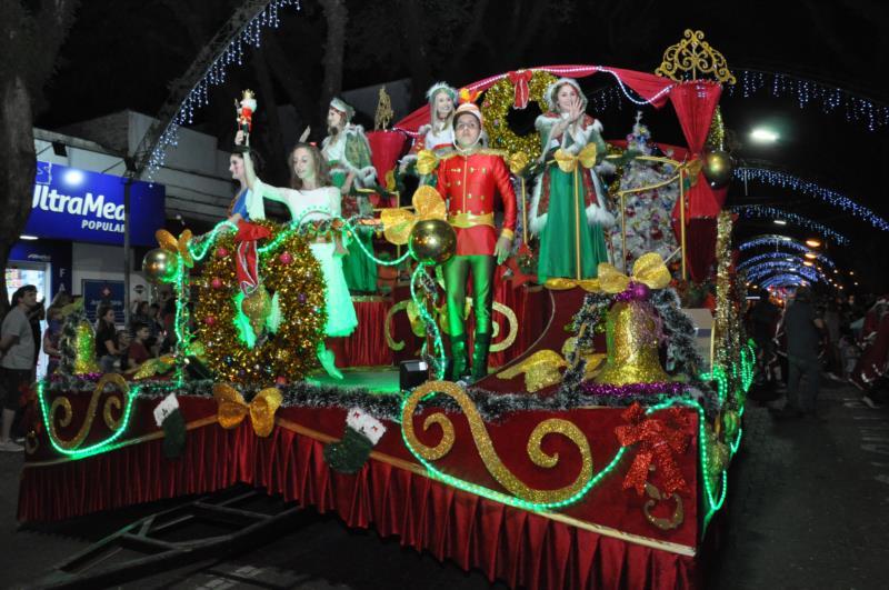 FOTOS: Primeiro desfile da Christkindfest encanta Santa Cruz
