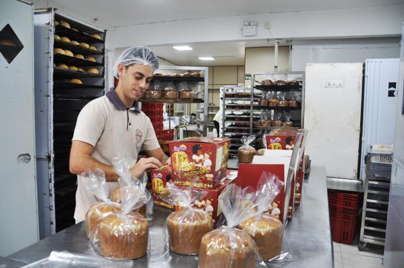 Nilton responde pela produção da receita há 12 anos na padaria da Copame