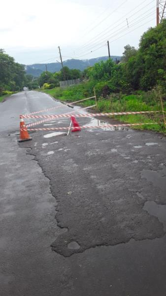 Problemas em bueiro deixam trânsito em meia pista no interior de Vera Cruz