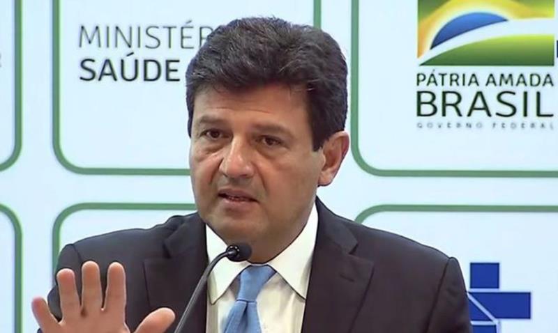 Mandetta afirma que segue no cargo e elogia discurso de Bolsonaro
