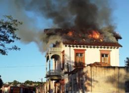 Incêndio atinge antiga estação ferroviária de Rio Pardo