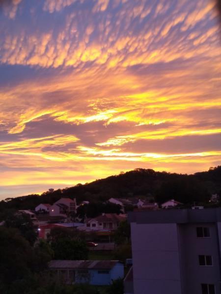 FOTOS: Nascer do sol é registrado em diversos pontos de Santa Cruz e região