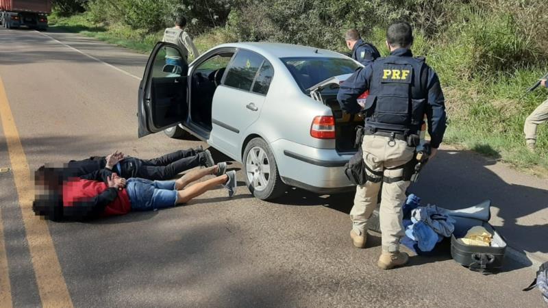 PRF prende na BR-290 três suspeitos de roubo a agência bancária
