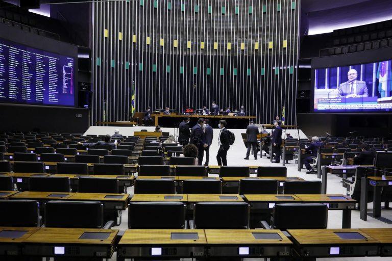 Deputados aprovam em 2º turno o adiamento das eleições municipais
