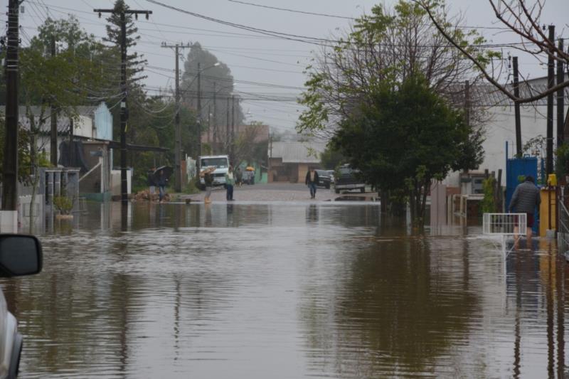 Defesa Civil fará recolhimento de materiais danificados pela enchente neste sábado
