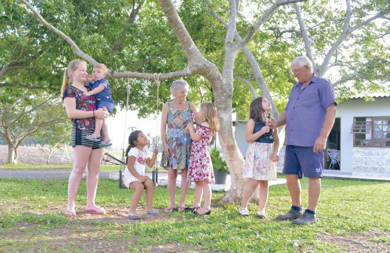 Para Arcélio e Iracema, ter os netos por perto é o melhor presente