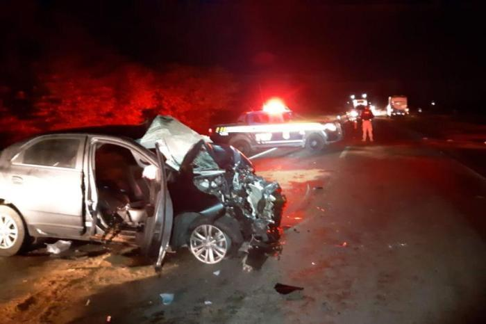 Carro se envolveu em acidente com dois ônibus
