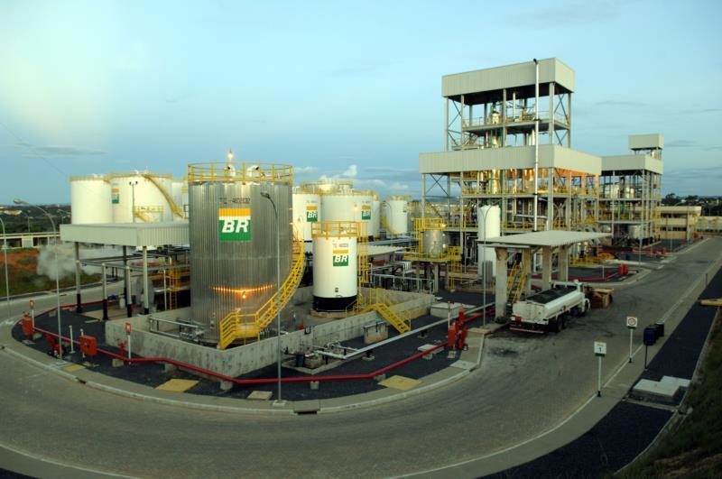 Petrobras reduz em 4% preço da gasolina nas refinarias nesta sexta