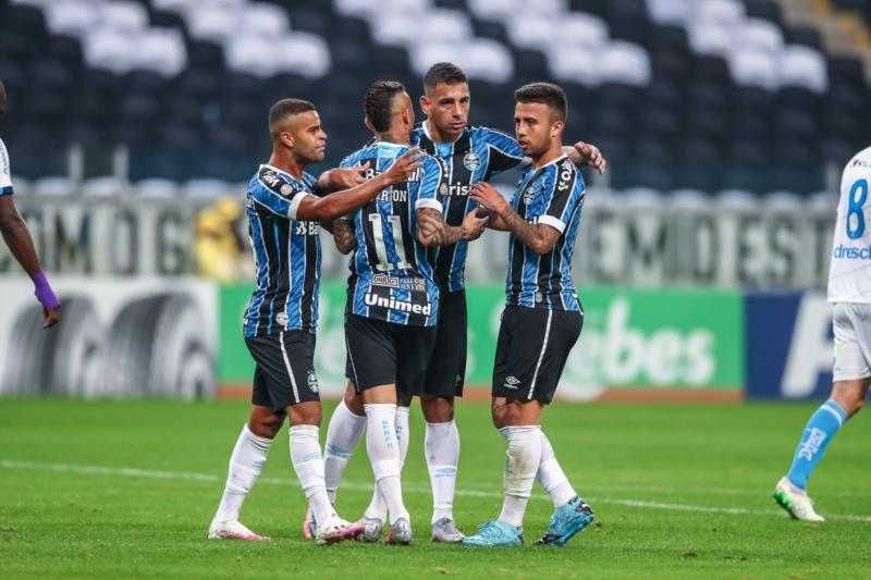 Gols gremistas foram assinalados por Diego Souza (2x), Maicon e Luciano