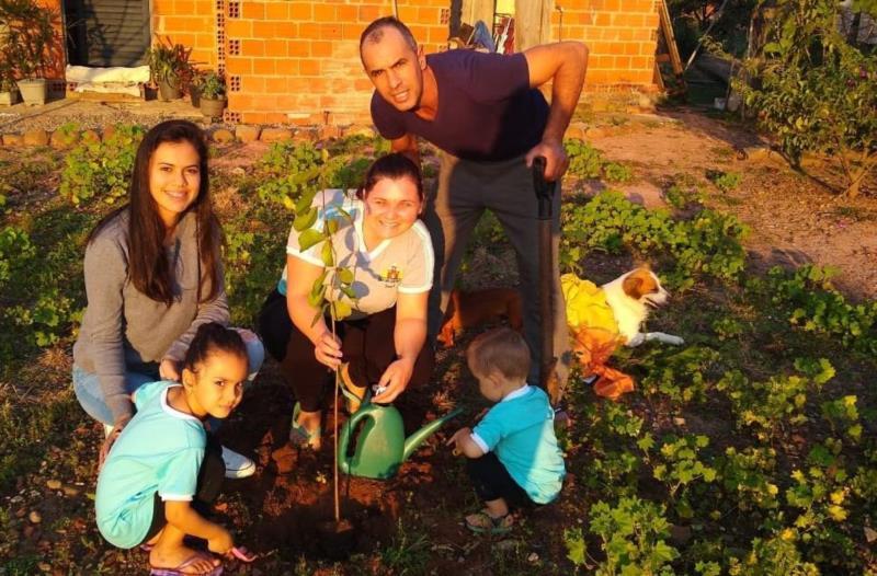 Plantio na família Martin foi no domingo de Dia dos Pais