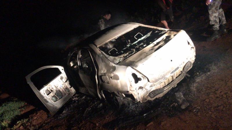 Veículo incendiado no interior do município