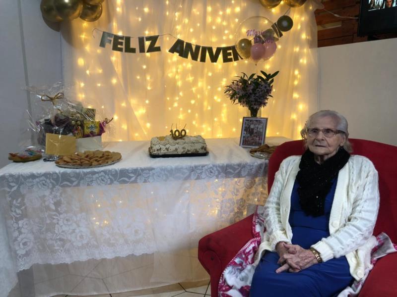 Família realiza homenagem para santa-cruzense que completou 100 anos