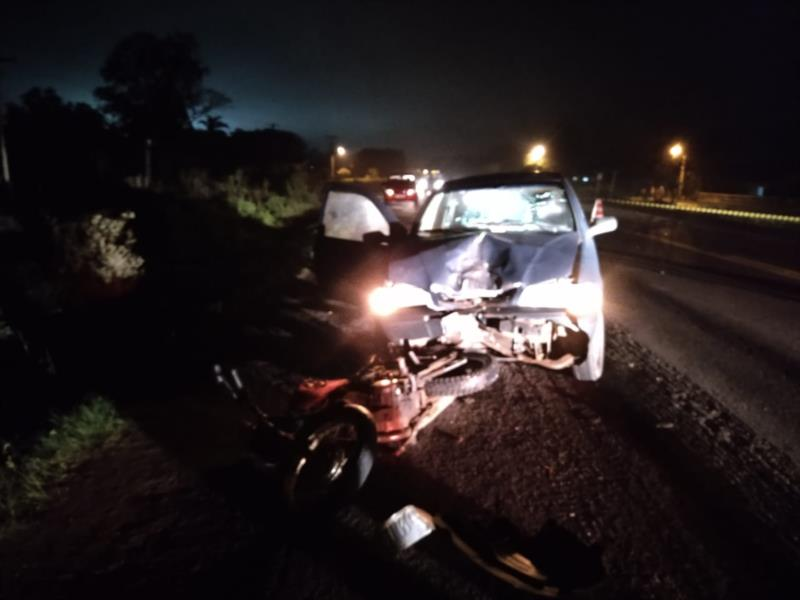 Moto e carro colidiram no trecho de Venâncio