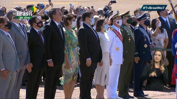 Sem desfile militar, Bolsonaro participa de cerimônia no Alvorada