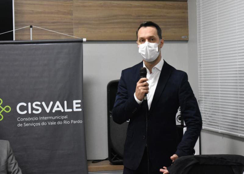 Infectologista Marcelo Carneiro fala da regressão da doença