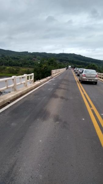 Estrutura da ponte foi danificada