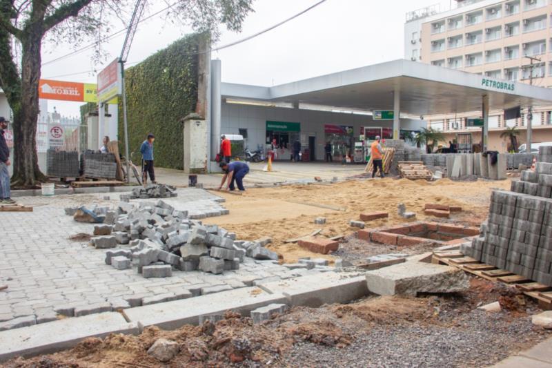 Pavimentação está em fase final no primeiro trecho do Calçadão