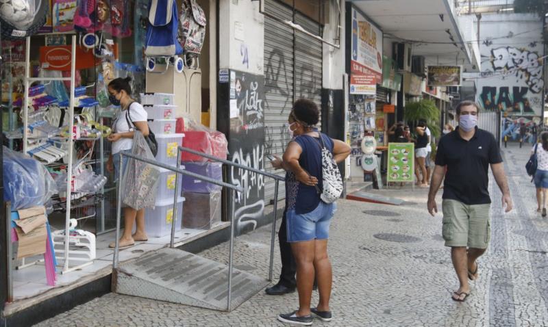 Vendas do comércio crescem 5,2% de junho para julho, diz IBGE