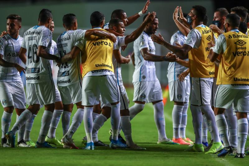 Grêmio faz 2 a 0 e encerra jejum de vitórias