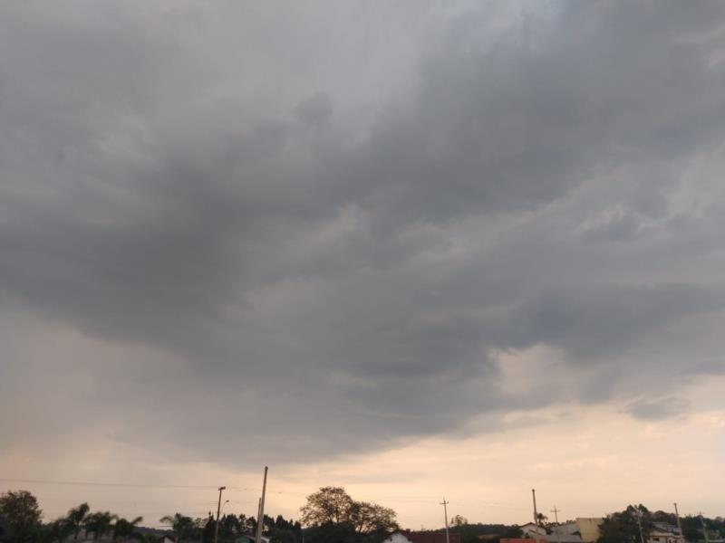 Defesa Civil de Santa Cruz emite alerta para temporais na região