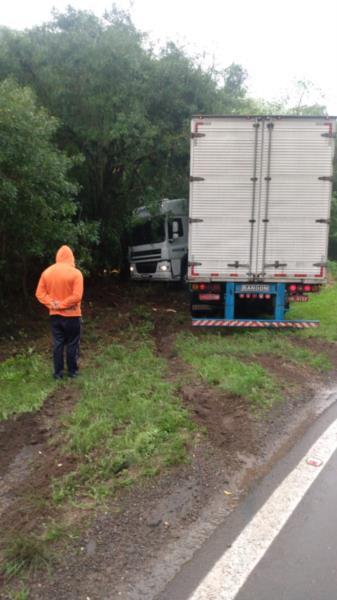 Motorista do caminhão não ficou ferido