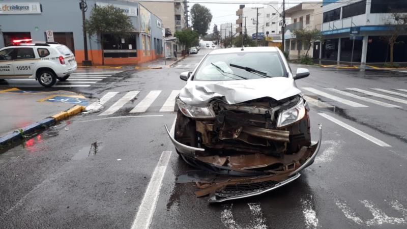 Colisão ocorreu no cruzamento da Rua Venâncio Aires com a Fernando Abbott