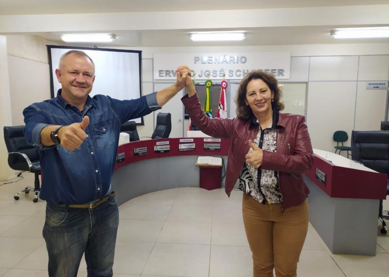 Rosane Petry (PP) e Waldir Justmann, o Peda (MDB), oficializaram candidatura na disputa à prefeitura de Vera Cruz