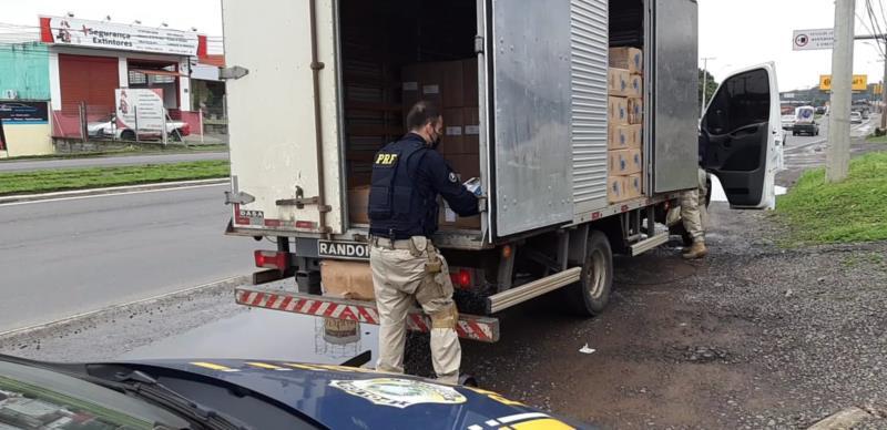 Homem, que já tinha antecedentes, foi preso por contrabando e encaminhado para a Polícia Federal