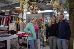 Iloni, Rosemari e Rafael contam que o atendimento familiar é um dos diferenciais da loja