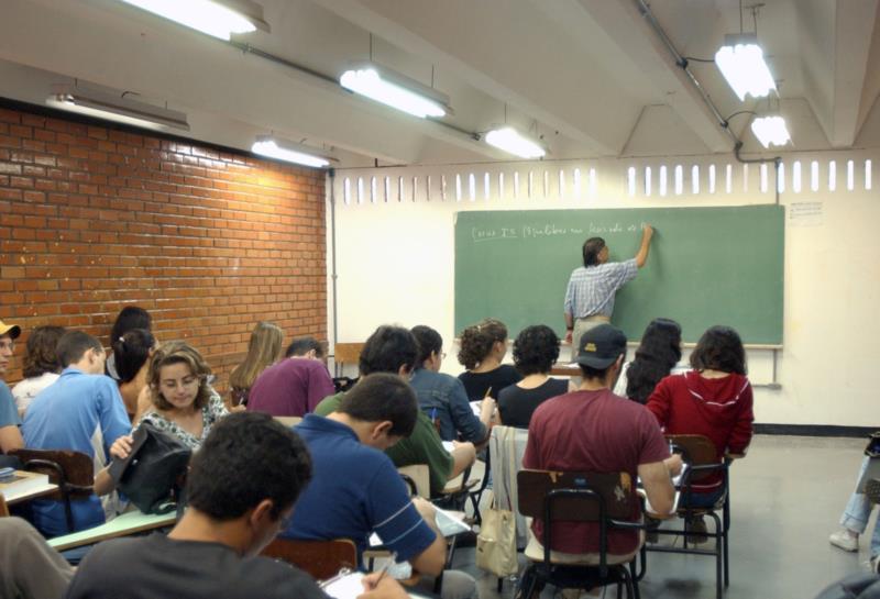 Ensino Médio salta da 15ª para a 8ª posição, e estudantes chegam ao terceiro lugar na média das provas de Português e Matemática