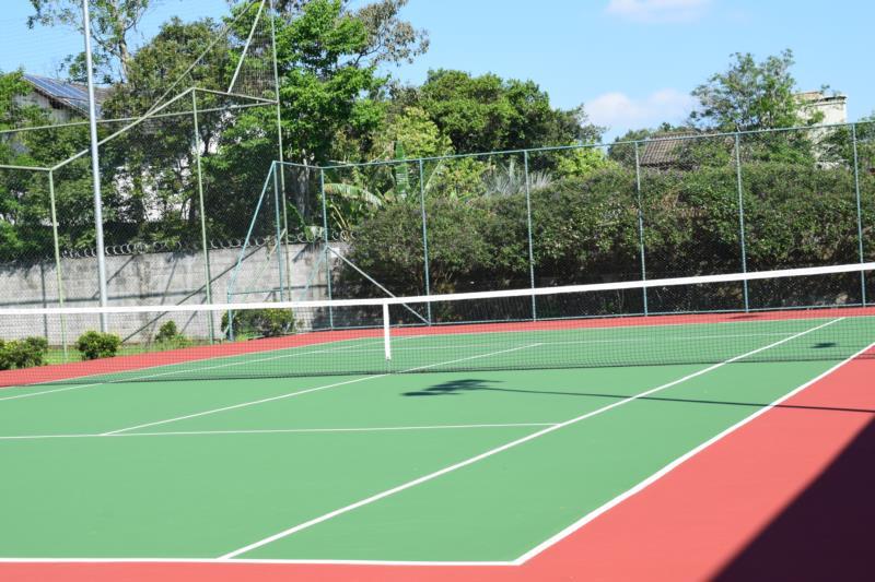 Quadra de tênis no Condomínio Serra Azul