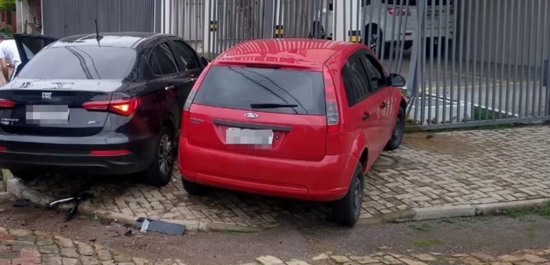 Colisão envolveu dois veículos no Bairro Universitário