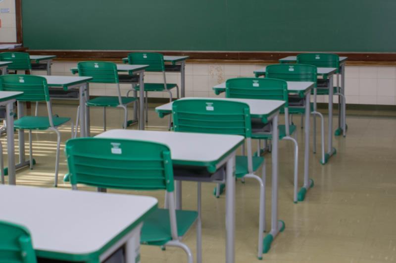 Documento foi assinado pelos 19 representantes das escolas no município