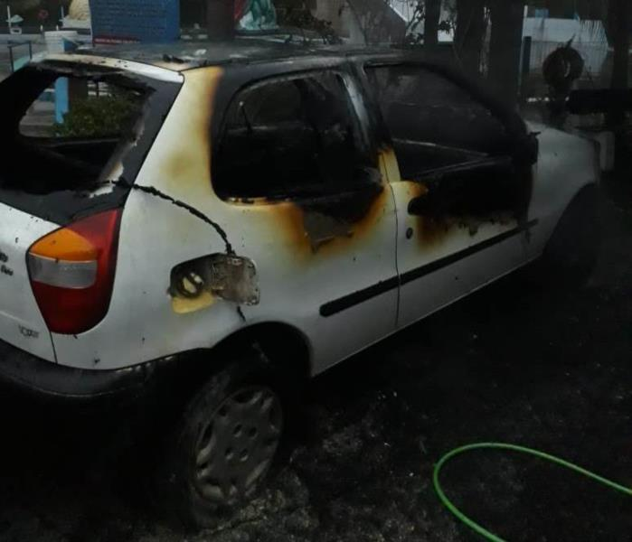 Carro pegou fogo no início da manhã deste sábado no interior