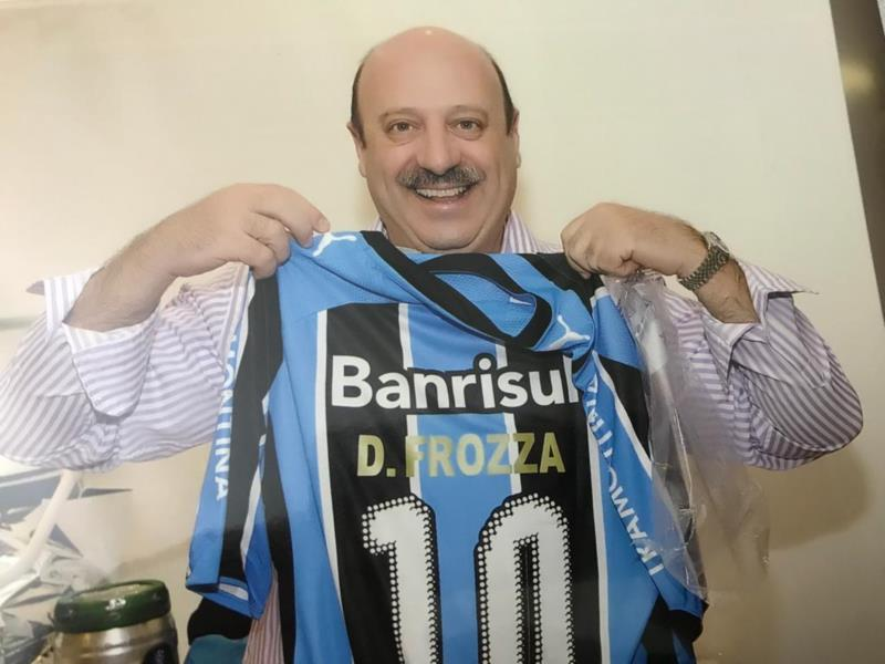 Frozza e uma de suas paixões: o Grêmio