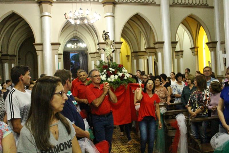 São realizadas 13 missas que antecedem o evento