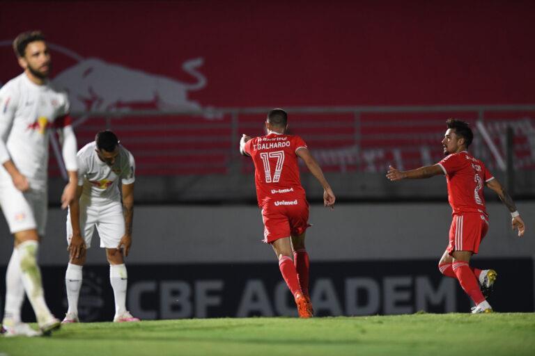 Galhardo marcou os dois gols do jogo