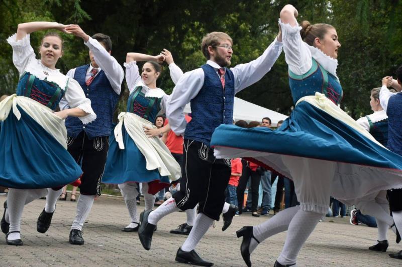 Grupos de Danças Folclóricos mantém a tradição em Santa Cruz