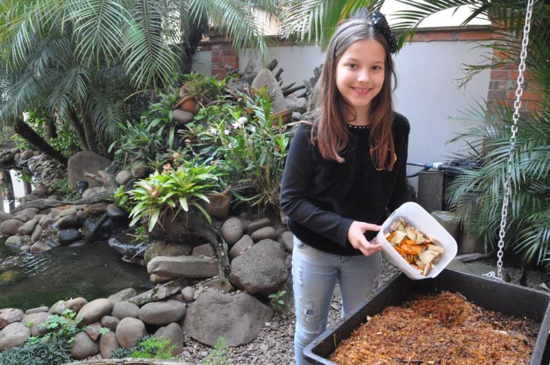 Sofia ensina a cuidar do meio ambiente