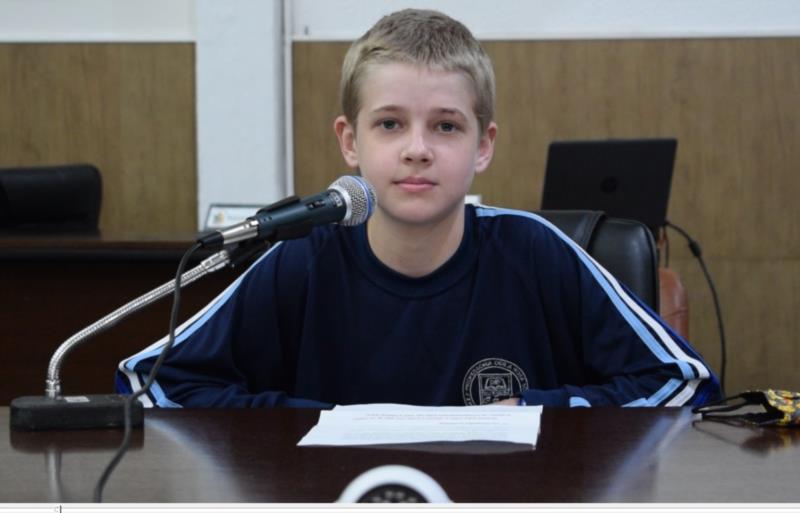 Bruno Arthur Pilz Simmianer, da Escola Odila Rosa Scherer. Representou vereador José Arnildo Camara