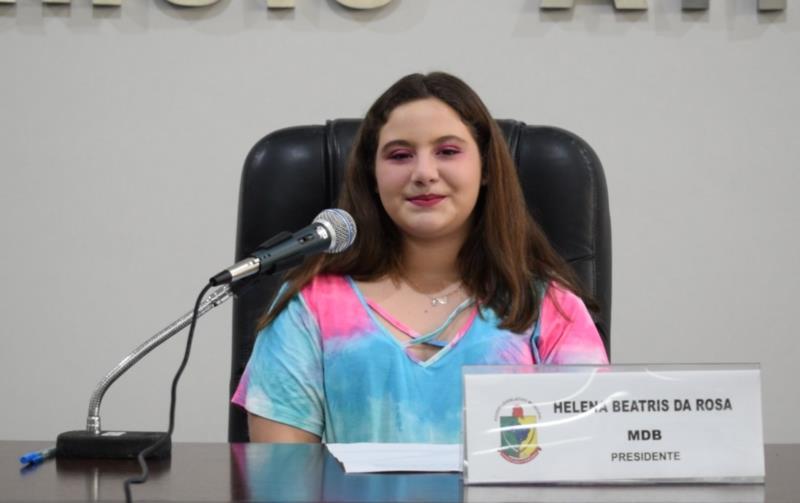 Eduarda Back Weber, da Escola Brígida do Nascimento. Representou a vereadora e presidente da Câmara, Helena da Rosa.
