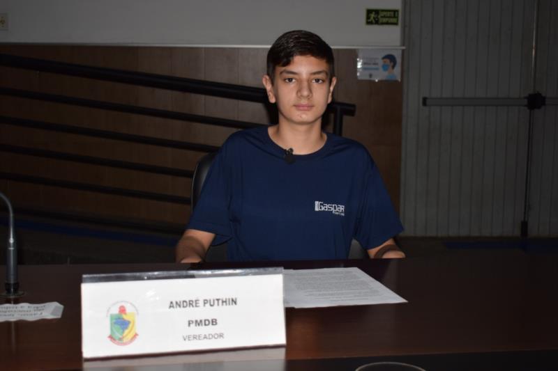 Murilo Resch de Oliveira, do Colégio Gaspar Silveira Martins. Representou o vereador André Puthin