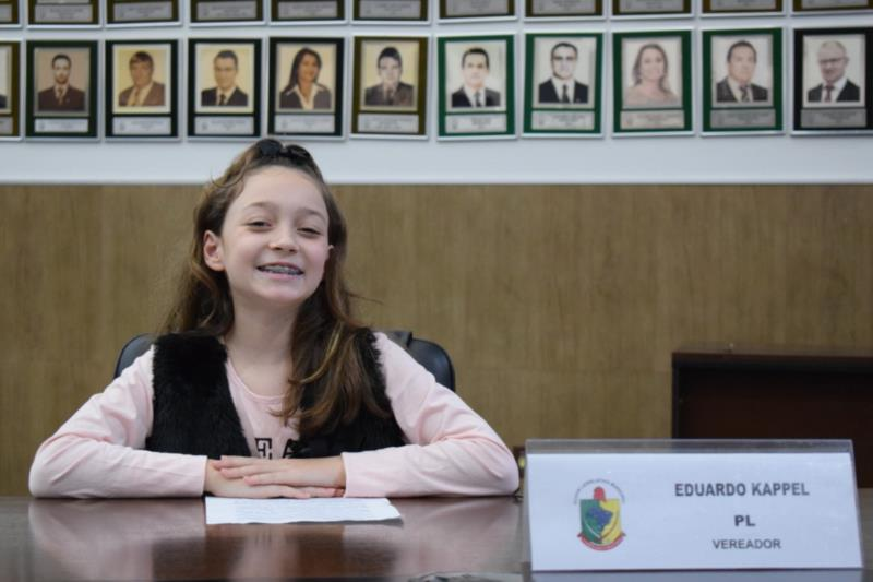 Ana Carolina Gomes Uhry, do Colégio Bom Jesus. Representou o vereador Eduardo Kappel